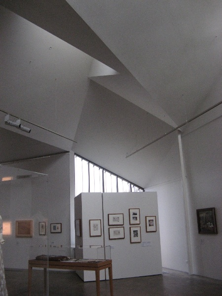 Benalla Art Gallery Interior May 2012.JPG