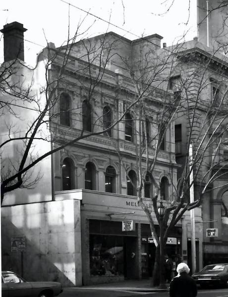 B3915 Melville House