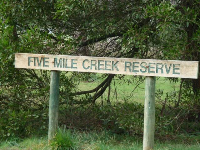 T11996 Reserve sign