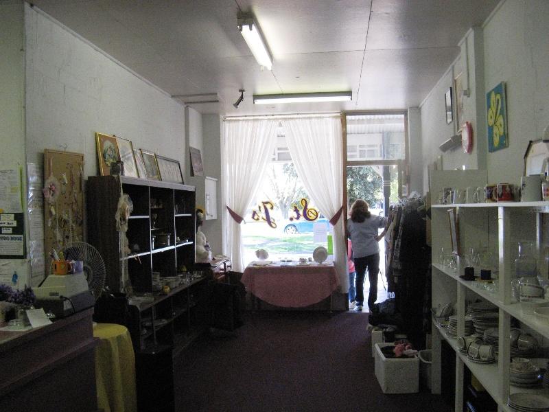 Foster_Building_Maffra_KJ_Apr_2012_shop interior no 69
