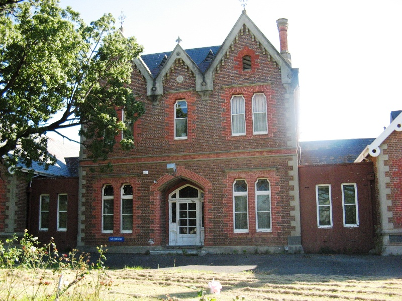 Bairnsdale Hospital central block and built-in connecting sections
