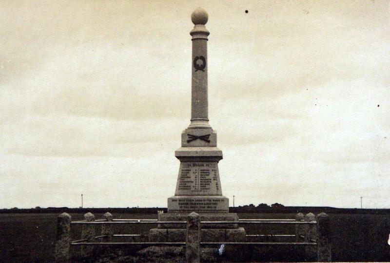 Inverleigh War Memorial, c.1925. Source: Holmes collection c/o David Rowe.