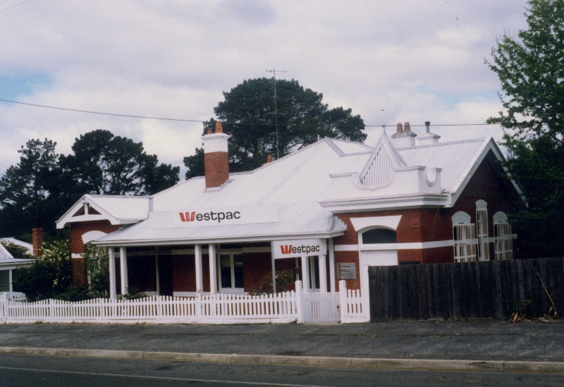 Former Bank of NSW (Westpac Bank), c.1986. Source: Linton Historical Society