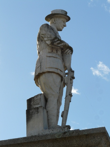 Benalla War Memorial 2.jpg