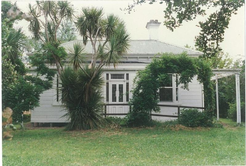 104 - Allwood Residence Heidelberg Kinglake Rd Colour 1 - Shire of Eltham Heritage Study 1992