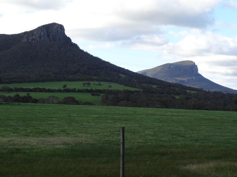 L10147 The Grampians Mts Sturgeon and Abrupt