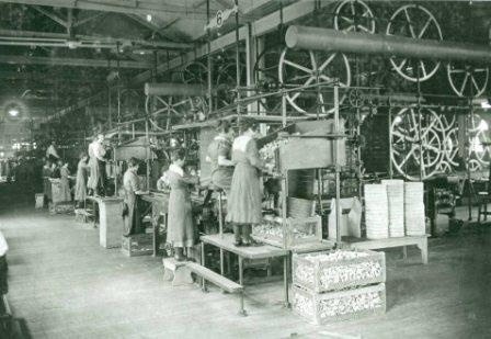 B5506 Bryant & May Workers