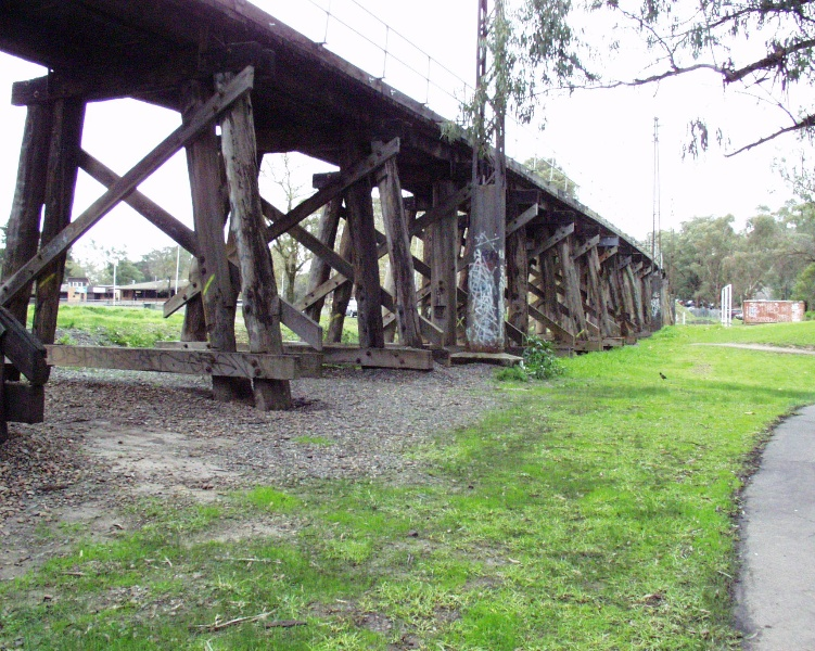B4173 Eltham Rail Bridge