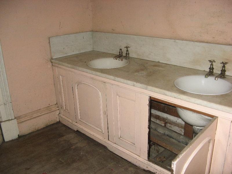 Mintaro lavatory