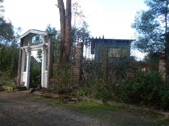 Dunmoochin studio residence entry gates