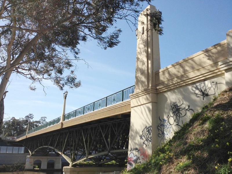 MacRobertson Bridge