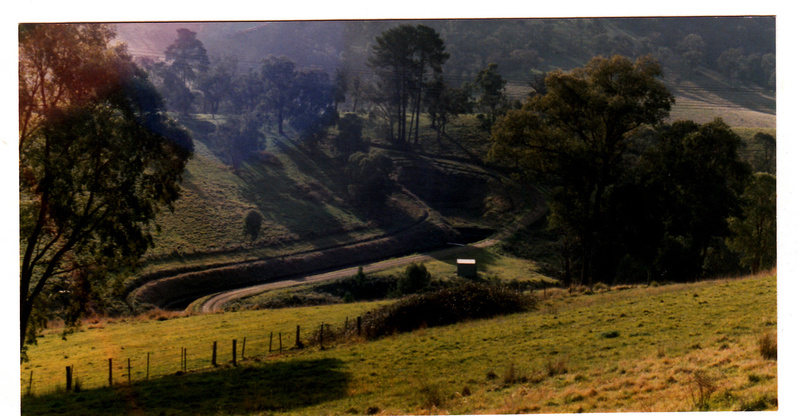 2 - Maroondah Aqueduct Kangaroo Ground Eltham - Shire of Eltham Heritage Study 1992 - Grassy hill