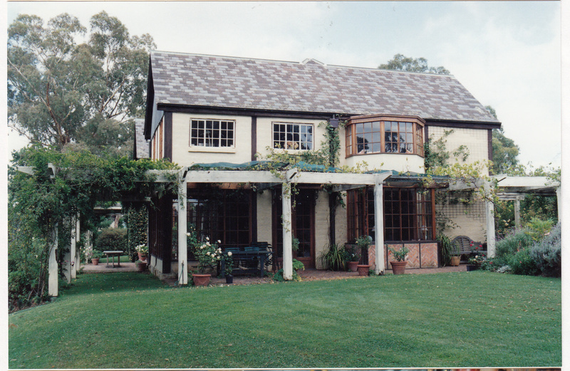 Jelbart Residential Complex 93 Arthur St Colour 1 - Shire of Eltham Heritage Study 1992