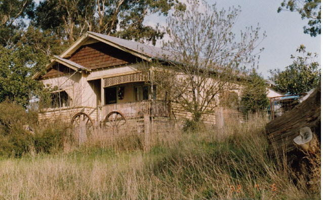 House and Planting Cott Bridge Strath Rd Colour 3 - Shire of Eltham Heritage Study 1992