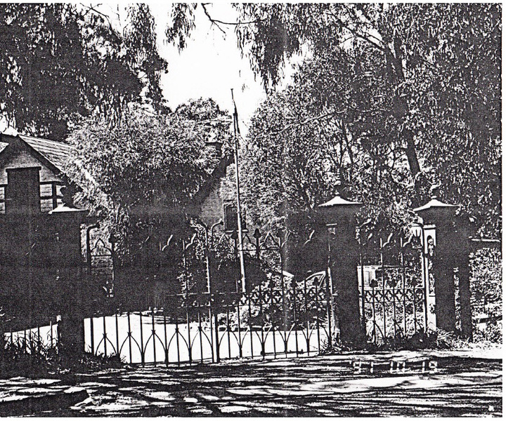 Adobe Residence and Iron Gates 25 Diamond St_03 - Shire of Eltham Heritage Study 1992