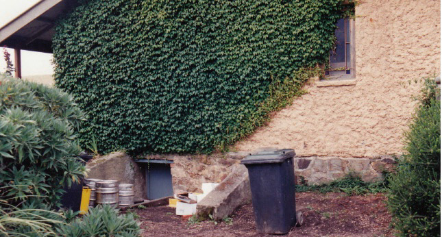 Former Wellers Pub at Pitman Cnr Kangaroo Ground Colour 3 - Shire of Eltham Heritage Study 1992