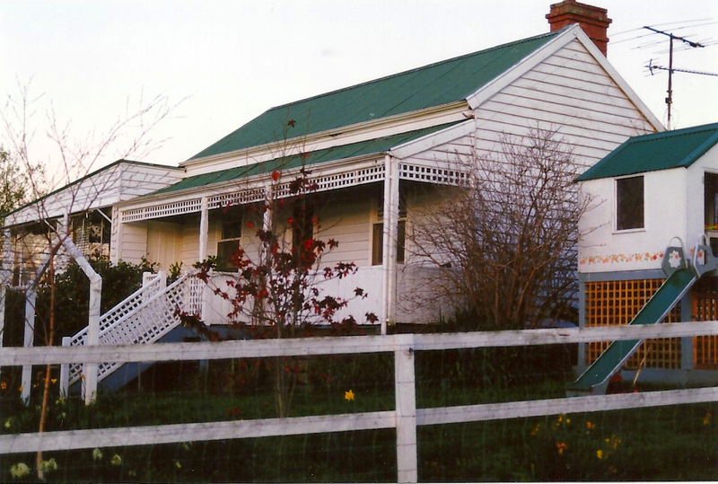 Yarra Vale Cottage 188 Mt Pleasant Rd Colour - Shire of Eltham Heritage Study 1992