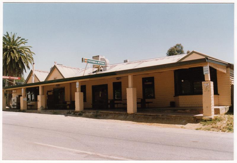 St Andrews Hotel Palm KangGround St Andrews Rd Colour 7 - Shire of Eltham Heritage Study 1992