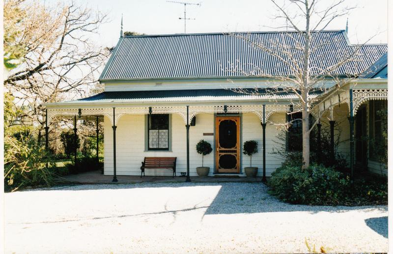 Pigeon Bank Residence Kangaroo Ground Colour 2 - Shire of Eltham Heritage Study 1992