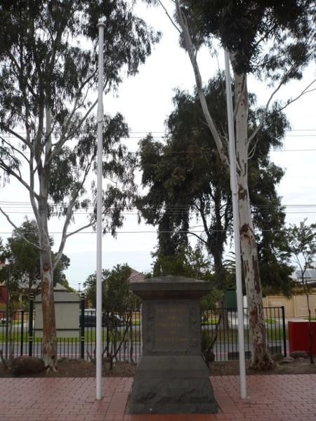 Essendon Primary School No.483 war memorial