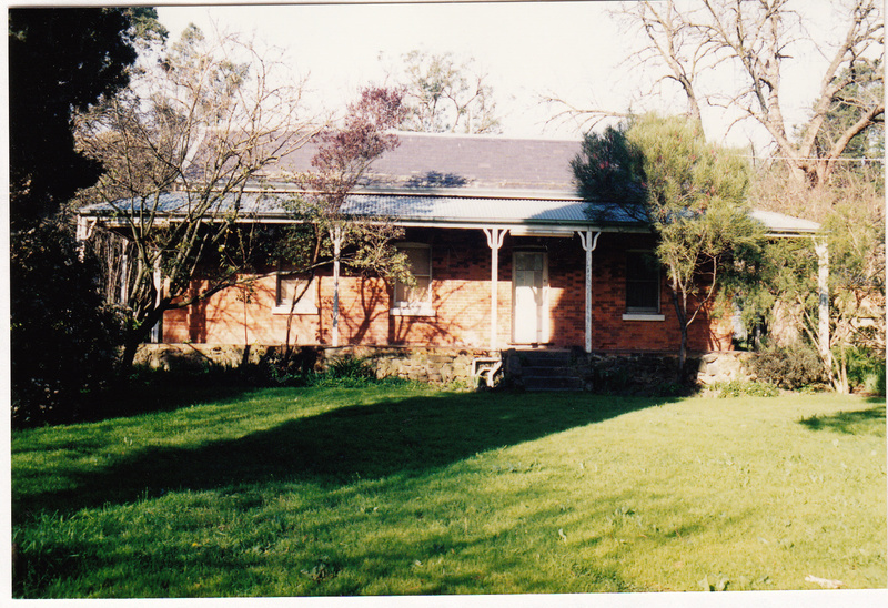 Wingrove Cottage Pines 672 674 Main Rd Colour 3 - Shire of Eltham Heritage Study 1992