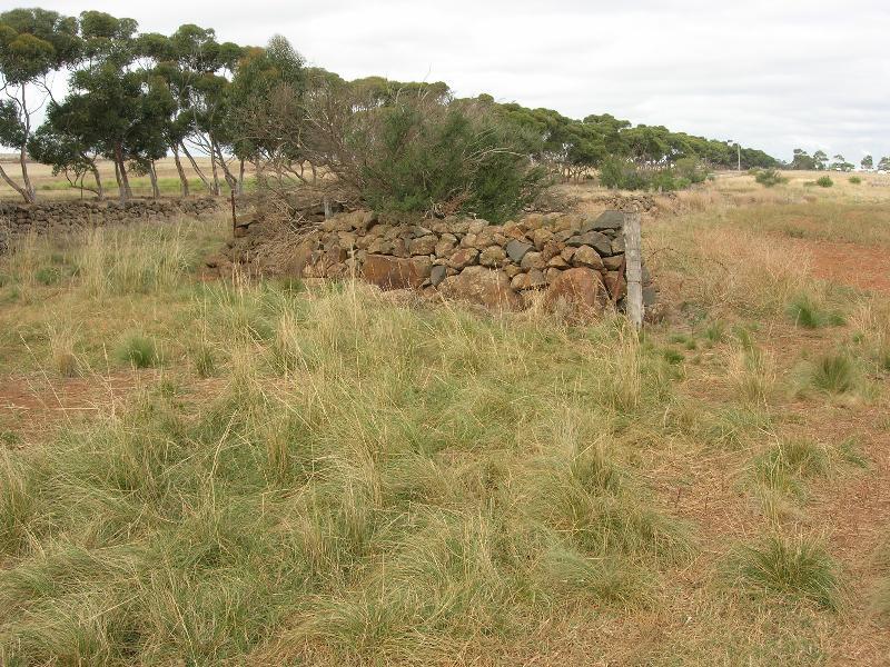 Dry Stone Wall K161 - Internal Stock Holding Yard
