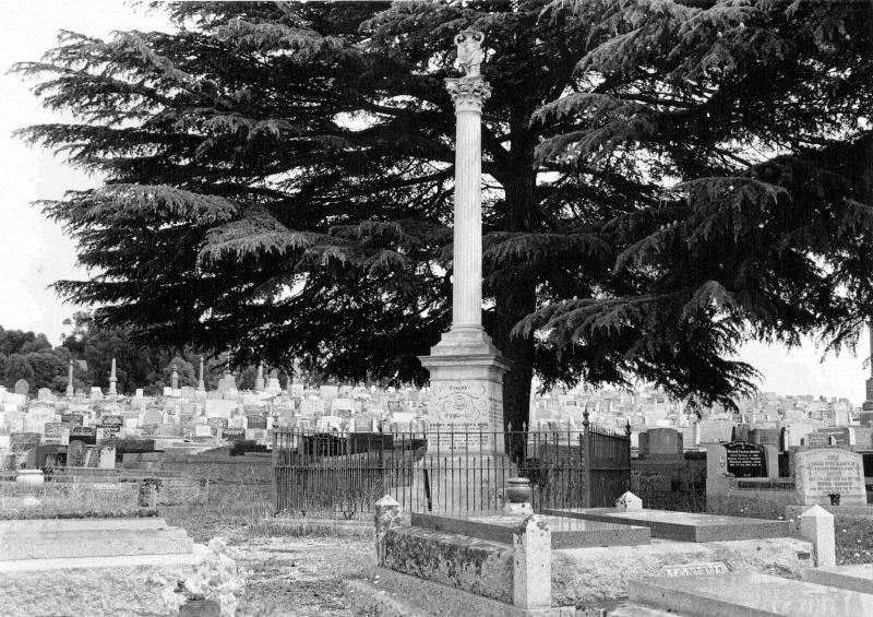 040 - Burke & Wills Monument, Carpenter St.jpg