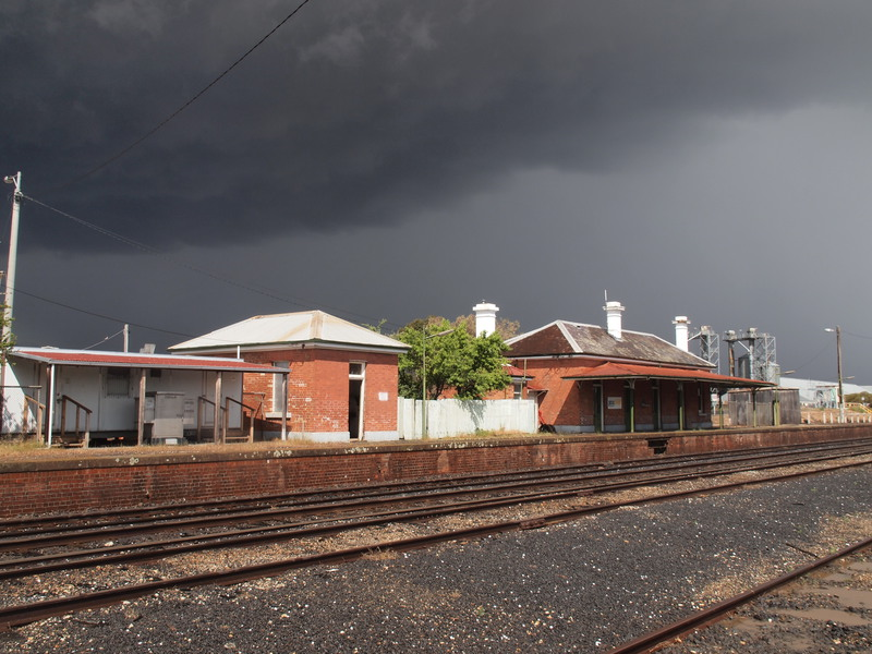 H1670 DUNOLLY RAILWAY STATION LHA 2015 1.JPG