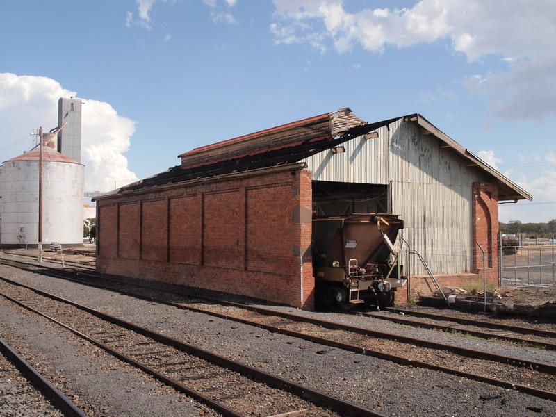 H1670 DUNOLLY RAILWAY STATION LHA 2015 4.JPG