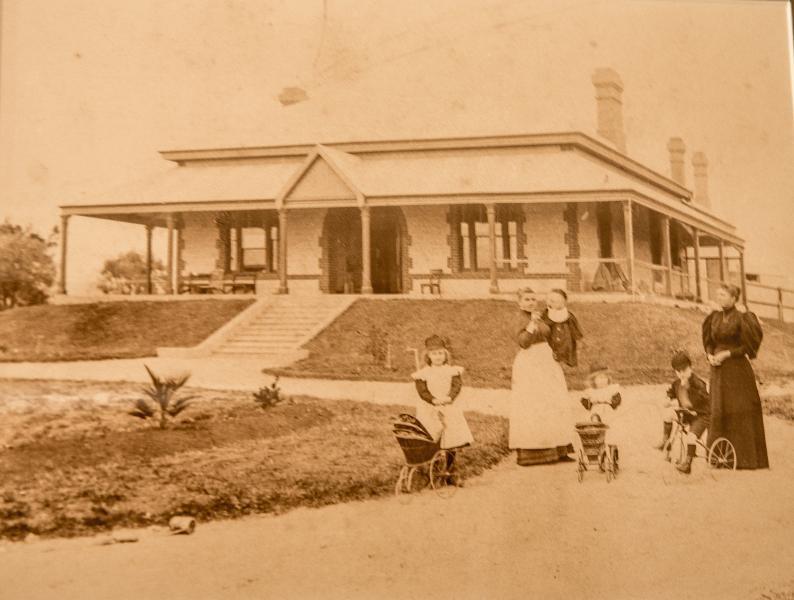 Hopetoun House c1891.jpg