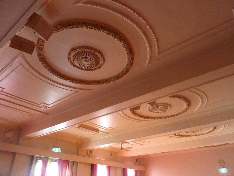 Sandringham_Masonic_Hall_ceiling_of_lower_hall.JPG