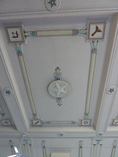 Sandringham_Masonic_Hall_lodge_room_ceiling_detail.JPG