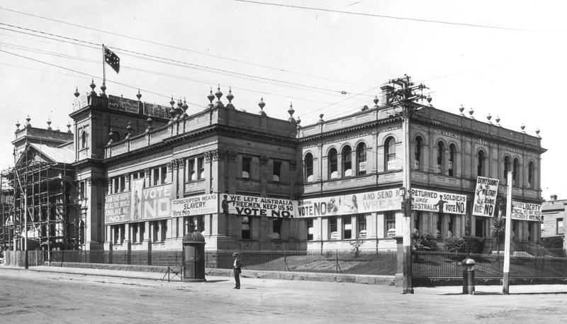 trades-hall-1916.jpg