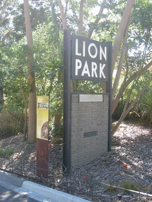 Sign reinstated at new Lion Gorge enclosure 2017.jpg