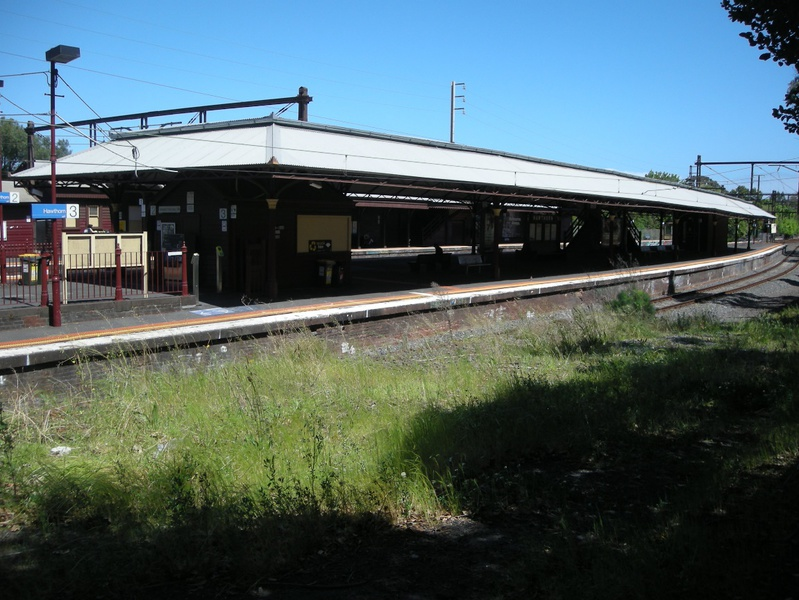 Looking at Platform 3 from the north, with the entire Platform 2 and 3 canopy visible