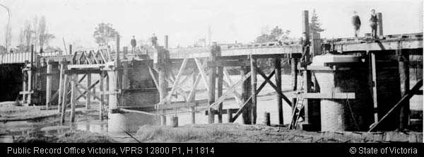 1896 Construction of masonry piers.jpg