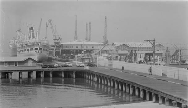 1930s, Entrance to Station Pier.jpg