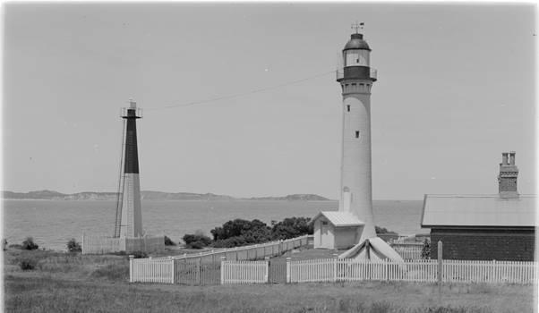 1920s_Obelisk and white lighthouse.jpg