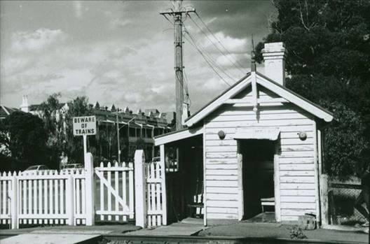 1980s Park Street gatekeepers cabin.jpg